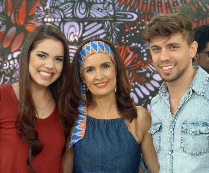 Convidados posam ao lado da Fátima  (Foto: Vinícius Cunha/Gshow)