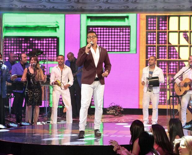 Sorriso Maroto canta a música mais tocada em 2012 (Foto: Caldeirão do Huck/TV Globo)