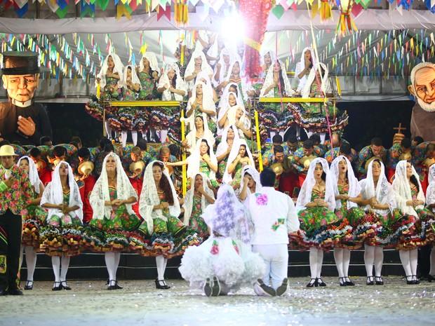 Noivos da Luar do Sertão encenam casamento no arraial do Forró e Folia  (Foto: Jonathan Lins/G1)