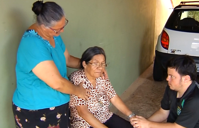 Aparecida de Lourdes Oliveira, mãe do Cocada, roupeiro, Chapecoense, tragédia (Foto: Reprodução / TV TEM)