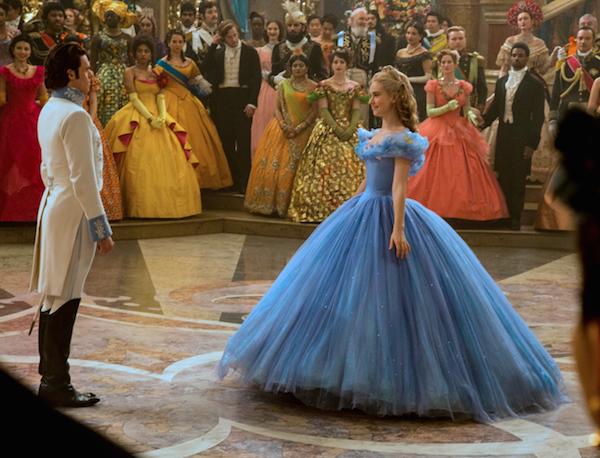 Lily James em cena de Cinderela (2015) (Foto: Reprodução)