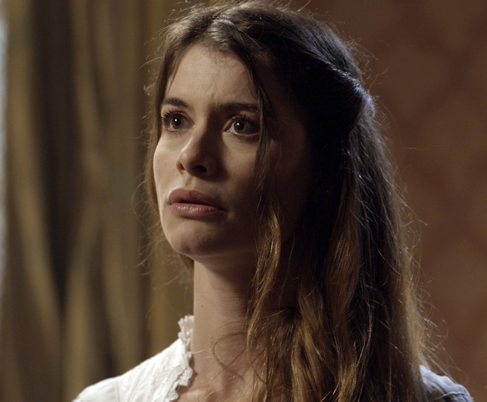 Lívia leva um susto quando Melissa entra no quarto (Foto: TV Globo)