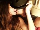 Alinne Moraes mostra foto sexy com o marido, o diretor Mauro Lima