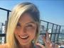 Ex-BBB Renata D'Ávila posa de biquíni e ganha elogios dos fãs