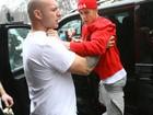 Justin Bieber se irrita e ameaça brigar com fotógrafo, diz site