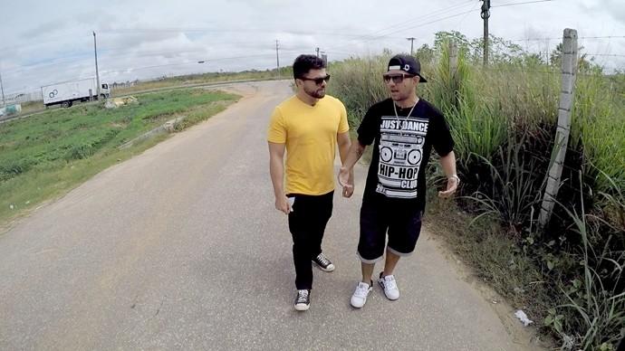 Dan e Padêro visitam projeto no Instituto Penal Auri Moura Costa. (Foto: Produção / Se Liga VM)