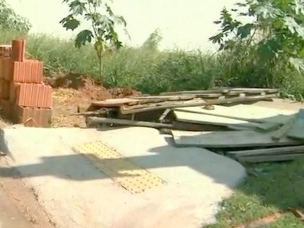 Rampas em São Pedro prejudicam a locomoção de cadeirantes (Foto: Reprodução/EPTV)