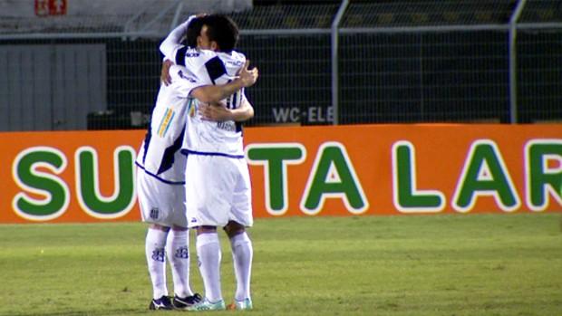 Ricardinho e Marcinho comemoram gol da Ponte Preta sobre o Palmeiras (Foto: Reprodução / EPTV)