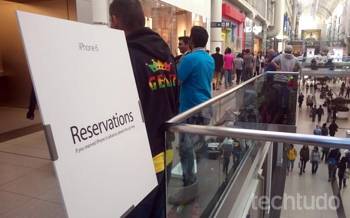 Filas para comprar iPhone 6 foram formadas ao longo desta sexta-feira (19) em frente à loja da Apple (Foto: Elson de Souza/TechTudo)