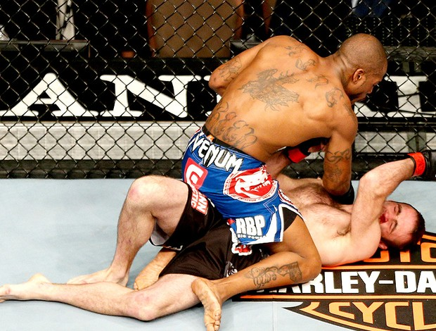 Bobby Green vence luta contra Jacob Volkmann no UFC 156 (Foto: Getty Images)