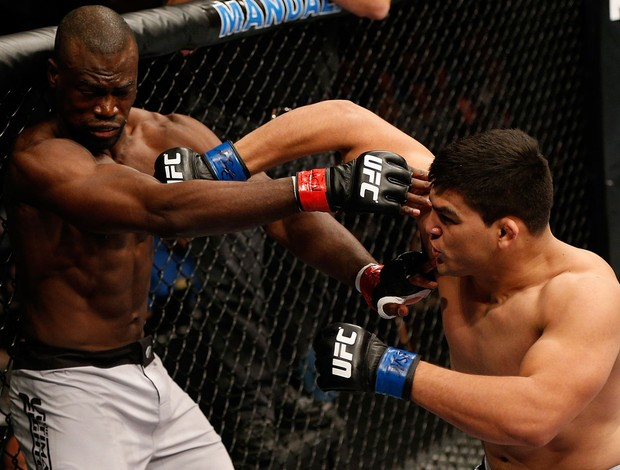 MMA - UFC - Kelvin Gastelum acerta Uriah Hall (Foto: Getty Images)