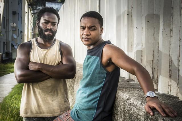 Acerola (Douglas Silva) e Laranjinha (Darlan Cunha) em 'Cidade dos homens' (Foto: João Cotta/TV Globo)