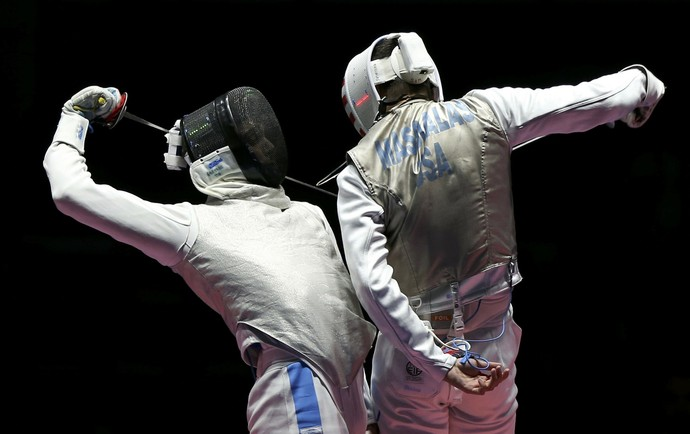 Daniele Garozzo e Alexander Massialas na esgrima (Foto: Reuters)