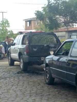 Um carro da PM foi alvo de criminosos em Goianinha (Foto: Divulgação/Polícia Militar do RN)