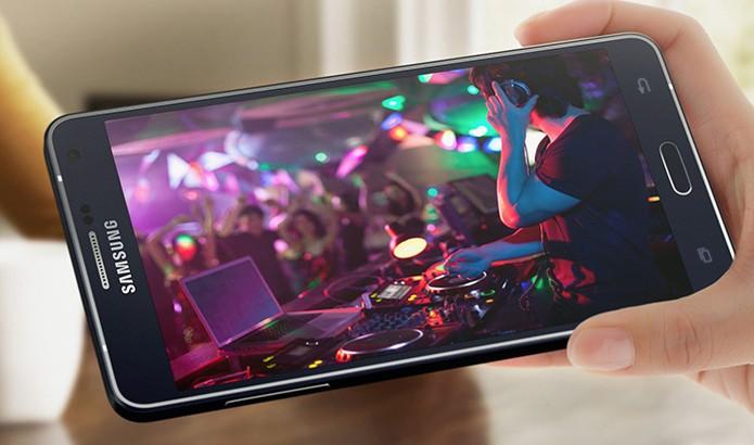 Galaxy A7 chega de fábrica com Android 4.4.4 que pode ser atualizado para o 5.0 Lollipop (Foto: Divulgação/Samsung)