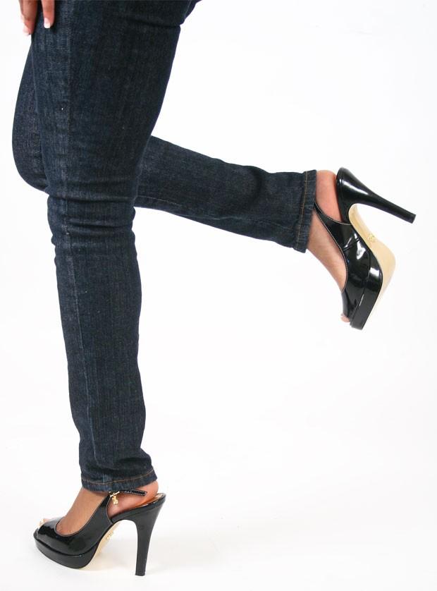 cd010b777 Calça apertada (Foto  qguillory1 Freeimages.com) Calça apertada pode levar  a problemas de saúde