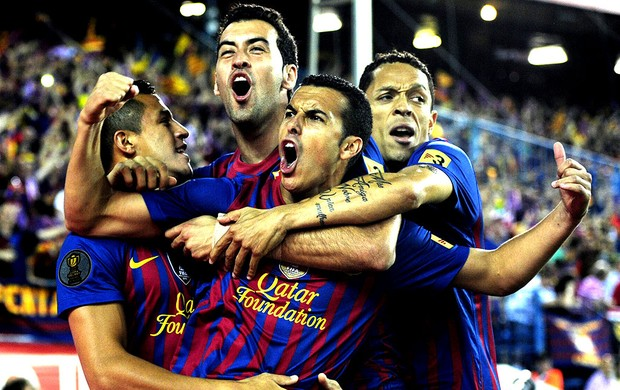 Pedro comemora gol do Barcelona contra o Atlhetic Bilbao final Copa do Rei (Foto: AFP)
