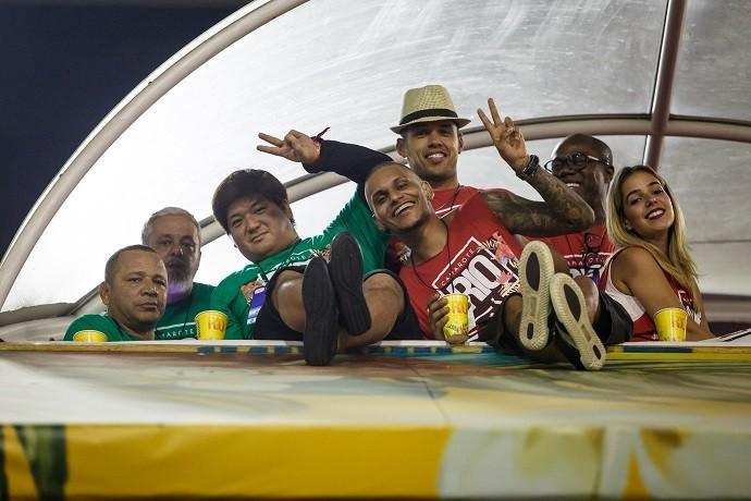 BLOG: Neymar vai desfalcar desfile da Grande Rio. Pai e irmã do craque vão à Sapucaí