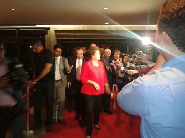 Dilma Rousseff na chegada ao hotel Gran Marquise para o Brics (Foto: TV Verdes Mares/Reprodução)