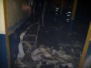 Escola foi incendiada em Navegantes (Foto: Bombeiros Voluntários de Navegantes/Divulgação)