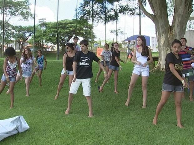 Carnaval em retiro também tem dança e esportes: 'Melhor feriado do ano', diz pastor (Foto: Reprodução/ TV TEM)