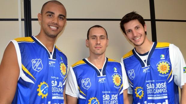 Jefferson, Fúlvio e Dedé São José Basquete (Foto: Danilo Sardinha/Globoesporte.com)