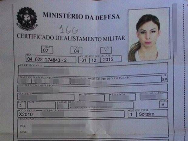 Marianna Lively teve sua ficha de alistamento no Exército Brasileiro divulgada na internet (Foto: Reprodução/Arquivo pessoal)