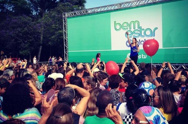 Mariana Ferrão apresenta o programa Bem Estar do Parque da Redenção, em Porto Alegre (Foto: Roberta Knijknik)