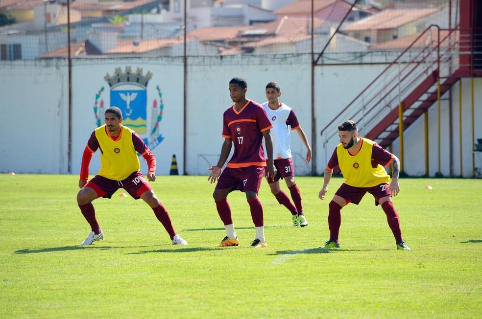 Boa Esporte treina em Varginha (Foto: Régis Melo)