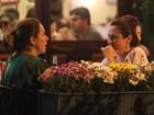Cissa Guimarães e Zezé Polessa colocam o papo em dia em barzinho