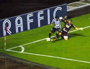 Lance do jogo entre Santos-AP e América-MG pela Copa do Brasil, no AP (Foto: Gabriel Penha/GE-AP)