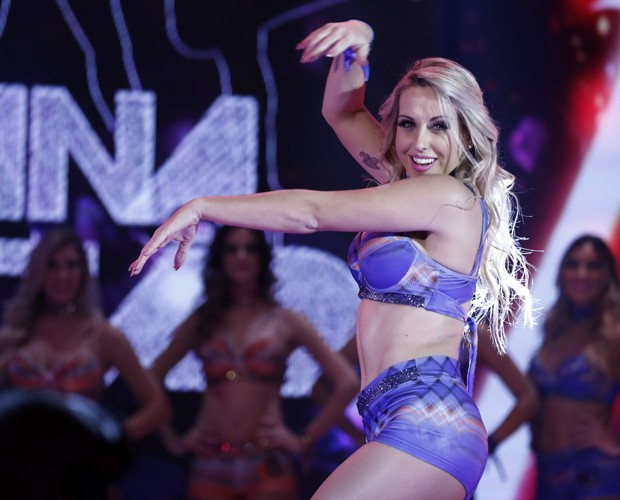Carla Viviane arrasa dançando no palco (Foto: Inácio Moraes / Gshow)