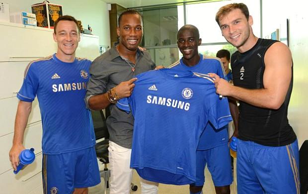Drogba Chelsea visita (Foto: Reprodução / Site Oficial)
