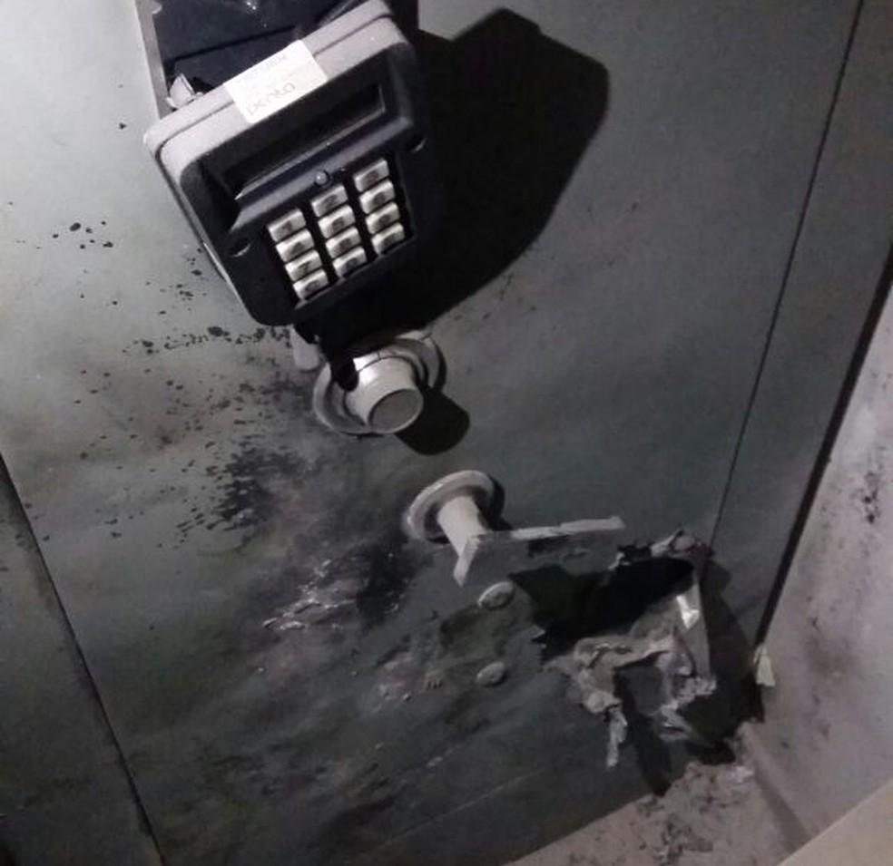 Em São Miguel, criminosos chegaram a tentar explodir o cofre da agência  (Foto: Divulgação/PM )