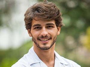 Breno Leone é Roger, aluno do Colégio Leal Brazil, na nova temporada de Malhação (Foto: João Cotta / TV Globo)