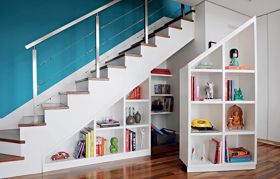escada jardim embaixo:é uma peça dupla que ocupa toda a profundidade debaixo da escada
