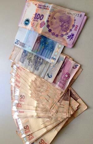 Quantia foi apreendida; parte do dinheiro já estava depositado em conta (Foto: Ariane Viana/G1)