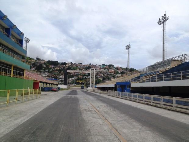 Passarela Nego Quirido está  à disposição das escolas  (Foto: Géssica Valentini/G1)
