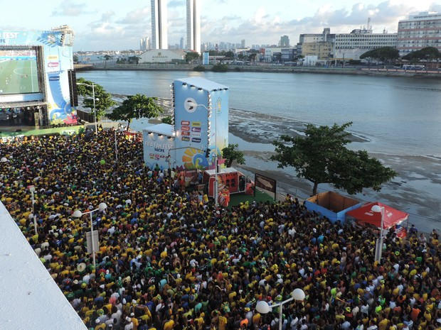 Torcida na Fan Fest Recife (Foto: Vitor Tavares / G1)