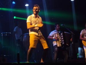 O cantor Ramon Schnayder, ex-vocalista da banda Ala Ursa, também foi uma das atrações do Al Mare (Foto: Krystine Carneiro/G1)