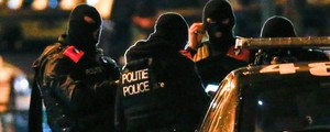 Bélgica detém 16, mas não encontra suspeito de atentados contra Paris  (Reuters/Yves Herman)