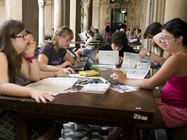 Jovens portadores da trissomia 21 mantém o conteúdo do site (Foto: Rosilene Miliotti / Movimento Down)