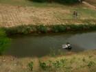 Mulher morre depois de carro capotar e cair em rio