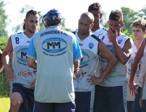 Técnico Juninho Fonseca comanda treino no Ivinhema (Foto: Divulgação/Ivinotícias)