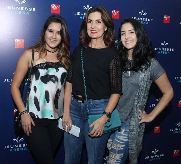 Fátima Bernardes com as filhas Beatriz e Laura (Foto: Marcello Sá Barretto/AgNews)