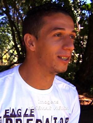Roger - meia-atacante do Vila Nova (Foto: Reprodução / TV Anhanguera)