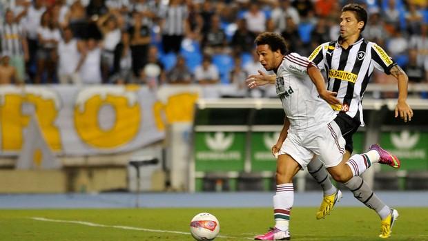 Wellington Nem e Bolivar Fluminense x Botafogo (Foto: Dhavid Normando / Ag. Estado)
