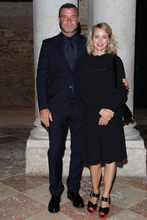 Naomi Watts (vestindo Prada) e Liev Schreiber  (Foto: Divulgação)