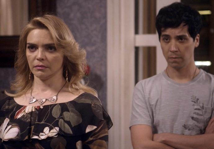 Sansão diz que Ruty Raquel vai sair para jantar com Antonio (Foto: TV Globo)