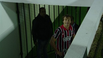 Lugano é expulso e fica na boca do túnel